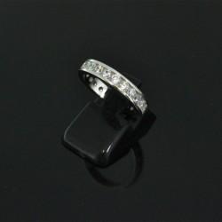 Anello con zirconi misura 15 55 in argento 925%