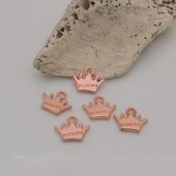 Ciondolo forma corona in metallo con scritta Princess col oro rosa 11 x 13 mm