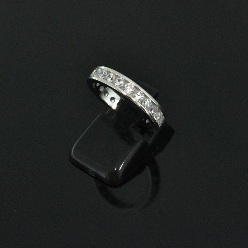 Anello con zirconi misura 9 49 in argento 925%