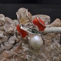 Anello incastonato con Corallo, Quarzo e Perla Barocca in argento 925%Regolabile