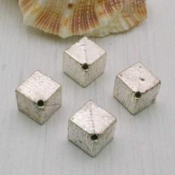Distanziatore a cubiche 8 mm 4 pz in metallo per bigiotteria