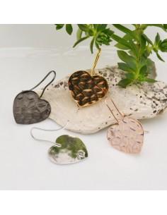 1 Paio Monachella forma cuore con fantasia in ottone 20 x 30 mm placcato varia