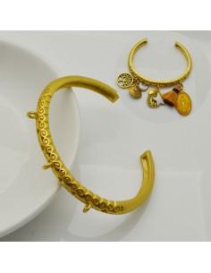 Bracciale rigido oro aperto forma C filo mazzo rotonda lavorata 6 mm con 3 anellini per ciondoli in ottone diametro 60 mm