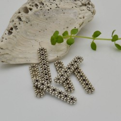 Distanziatore a barra con 7 fiori per creazioni a 7 fili 5.5 x 23 mm 8 pz argentato in metallo per fai da te