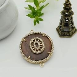 Elemento oro con due anelli zirconi piastra legno antico ideare centro collana