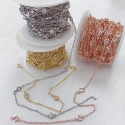 Catene con zirconi forma cuore in ottone anelli saldati ogni 5 cm Con Zirconi Taglio Brillante Incastonati 5 mm per 50 cm