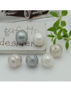 2 pz perle di fiume sfuse Potato rigato con foro passante misura circa 9 - 10 mm per tue creazioni