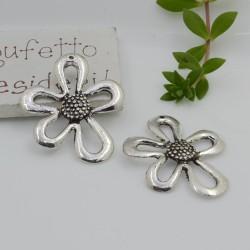 CIONDOLI forma fiore col argento 35 x 28 MM in metallo per le tue creazioni!!!