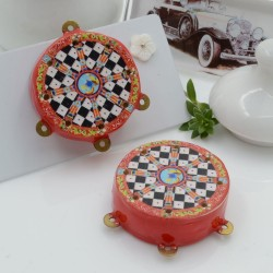 Ciondolo tamburelli siciliani 30 x 35 mm bordo rosso con disegno scacchi 3 anellini per le tue creazioni!!!