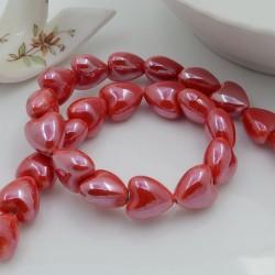 Perle a forma di cuore bombato in ceramica luminosa e smaltata colore rosso chiaro 12 x 13 mm 1 filo 25 pz