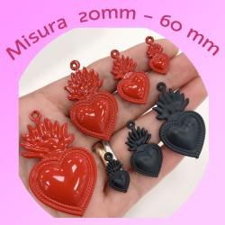 ciondoli forma cuore sacro smaltato rosso e nero in ottone misura varia per le tue creazioni