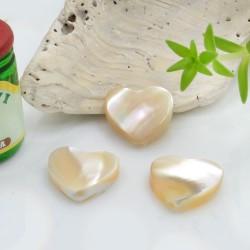Perle di madreperla forma cuore con foro passante piatto colore beige due misure 2 pz per tue creazioni!!!