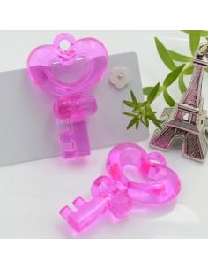 Ciondolo Chiave con cuore grande colore fucsia in resina 46 x 31 mm 2 pz per le tue creazioni alla moda!!