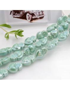 Filo perle a forma di cuore sacro in ceramica luminosa e smaltata colore verde tiffany chiaro 16 x 10 mm 20 pz