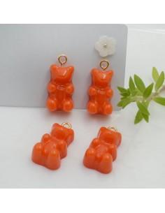 Ciondolo Orsetto in resina colore arancione 22 x 12 mm con gancio in ottone per le tue creazioni!!